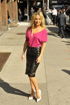 Kate Hudson wearing a leather skirt (shop perfect leather garments at www.bluegold.nl)