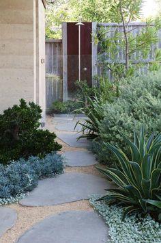 Modern garden design: Side Yard Garden leads to outdoor shower. Side Garden, Garden Paths, Gravel Garden, Garden Grass, Dry Garden, Pea Gravel, Flowers Garden, Australian Native Garden, Australian Garden Design