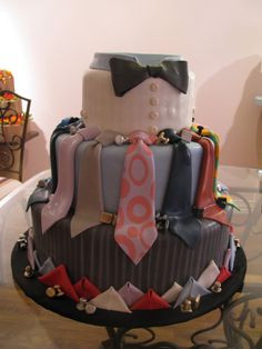 Suit up! This was the cake that Frosted Art made for the president of our company. What a great groom's cake Pretty Cakes, Beautiful Cakes, Amazing Cakes, Unique Cakes, Creative Cakes, Cupcakes, Cupcake Cakes, Rodjendanske Torte, Fantasy Cake