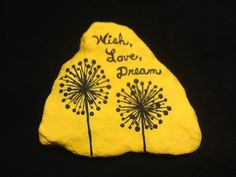 Painted Rock Ideas - Do you need rock painting ideas for spreading rocks around your neighborhood or the Kindness Rocks Project? Here's some inspiration with my best tips! Pebble Painting, Pebble Art, Stone Painting, Rock Painting Ideas Easy, Rock Painting Designs, Stone Crafts, Rock Crafts, Rock Sayings, Image Rock