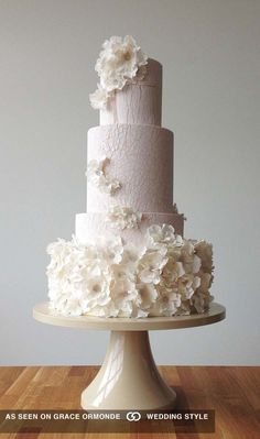 Black and white wedding cakes are never go out of style. It's always exquisitely & yet timeless. These wedding cakes can be performed in many different wayswe Bride And Groom Cake Toppers, Rustic Wedding Cake Toppers, Fall Wedding Cakes, White Wedding Cakes, Beautiful Wedding Cakes, Gorgeous Cakes, Wedding Cake Designs, Wedding Cupcakes, Pretty Cakes