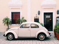 Welcome to Valladolid! This city reminds me so much of Pondicherry... Makes me feel nostalgic and homesick of India ❤️ #traveling #travel #mexico #yucatan #valladolid #beetle