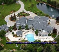 Did not expect Eminem's house to be this bigg!