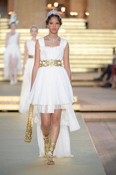 Dolce & Gabbana Herbst/Winter Haute Couture - Fashion Shows Fashion Week, Runway Fashion, High Fashion, Fashion Show, Womens Fashion, Dolce & Gabbana, Vogue Paris, Vogue China, Vogue Japan