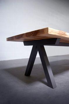"""Table de repas LIVE EDGE """"Aubier"""" en bois massif et acier thermolaqué / Fabrication artisanale française sur mesure / Relation directe avec le fabricant"""