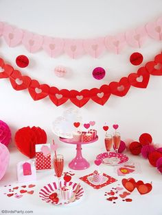 A Crafty Valentine's Day Party - full of DIY details, decorations, food and ideas to help you style a creative party for your kids or girlfriends on love day! Valentines Day Party, Valentines Day Decorations, Crafts For Teens, Diy And Crafts, Saint Valentin Diy, Valentines Bricolage, Craft Wedding, Wedding Ideas, Bird Party