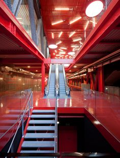 Image 3 of 14 from gallery of Teruel-zilla / Arquitectos + PKMN [pacman]. Photograph by Miguel de Guzmán Interior Exterior, Interior Design, Custom T Shirt Printing, Atrium, Stairways, Architecture Design, Contemporary, Gallery, Zilla