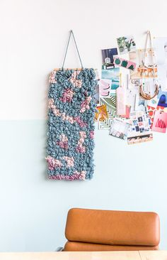 Cute Home Decor DIY wall art weaving hack. How to make a weaving without any special tools in half the time.Cute Home Decor DIY wall art weaving hack. How to make a weaving without any special tools in half the time. Easy Diy Crafts, Diy Arts And Crafts, Diy Crafts For Kids, Home Crafts, Recycle Crafts, Creative Crafts, Yarn Crafts, Decor Crafts, Upcycle