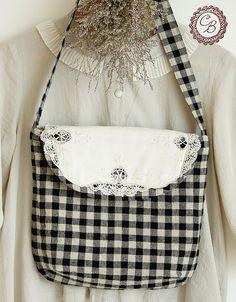 Lovely gingham messenger bag :)