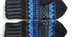 Mustaharmaasiniset kirjoneulelapaset on tehty 7 Veljestä -langasta, koko on naisten. Puikot nro 3,5 ja 4 tai käsialan mukaan.     Tarv... Mittens Pattern, Knit Mittens, Knitted Gloves, Loom Knitting, Knitting Socks, Knitting Patterns, Woolen Socks, Diy Crochet, Knitting Projects