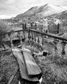 Old Ghost Town near Virginia City. There are quite a few very cool ghost towns in Nevada. Abandoned Mansions, Abandoned Buildings, Abandoned Places, Spooky Places, Haunted Places, Nevada, Virginia City, West Virginia, Las Vegas