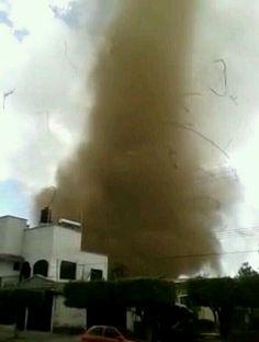 De @metmex: tornado en #Tangancicuaro, #Michoacán #México 22/3/2014
