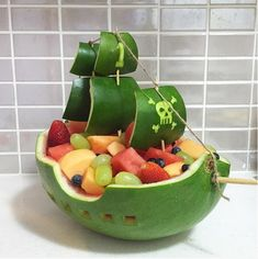 16 Most Creative Watermelon Fruit Salads - Pretty My Party - Party Ideas Pirate Ship Watermelon Carving Watermelon Boat, Watermelon Fruit Bowls, Watermelon Basket, Fruit Salads, Carved Watermelon, Jello Salads, Fruit Fruit, Watermelon Carving Easy, Deco Fruit