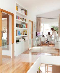 «La casa ha crecido con nosotros» · ElMueble.com · Casas Home Interior Design, Interior Decorating, Living Room Decor, Living Spaces, Futuristic Home, Peaceful Home, Bedroom Loft, Design Case, Ideal Home