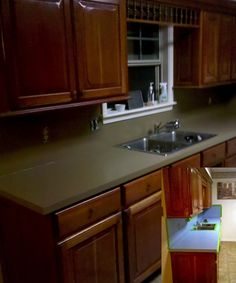 Completely Redo Ugly Countertops for About Fifty Bucks! Attention Kassi Ross! | residenceblog.comresidenceblog.com