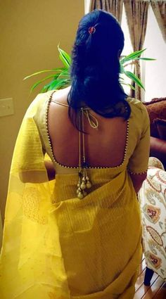 Blouse Designs Pattern With Back & Neck Designer Saree Blouses: Blouse is one of the most essential things that every women looks before wearing saree. Designer Blouse Designs highlight the appearance Saree Blouse Neck Designs, Simple Blouse Designs, Stylish Blouse Design, Bridal Blouse Designs, Pattern Blouses For Sarees, Latest Blouse Designs, Traditional Blouse Designs, Saree Blouse Patterns, Skirt Patterns