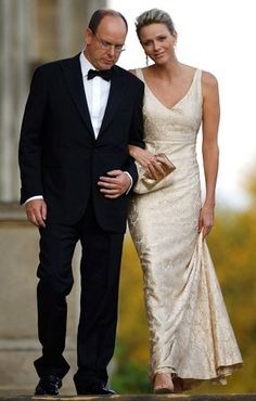 """September 2011: Fürst Albert und Fürstin Charlene besuchen den """"Yorkshire Variety Club Golden Ball"""" im englischen Leeds."""