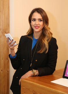 Jessica Alba and her Windows Phone