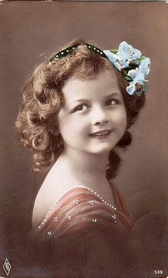 Pretty Girl Vintage Children Photos, Images Vintage, Vintage Pictures, Vintage Cards, Vintage Postcards, Photo Postcards, Photo Vintage, Vintage Love, Vintage Ladies