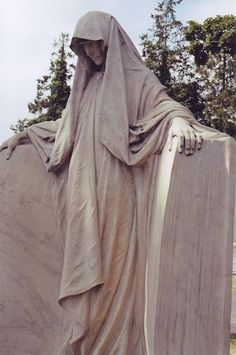 Yet another photograph of the shrouded statue at Hollywood Cemetery in Richmond. Cemetery Angels, Cemetery Statues, Cemetery Art, Angel Statues, Angel Sculpture, Sculpture Art, Hollywood Cemetery, Old Cemeteries, Graveyards