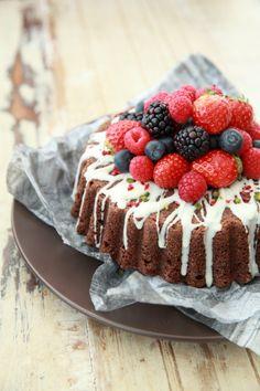 ベリーをたっぷり飾って♪ チョコレートケーキをお洒落にデコレーション