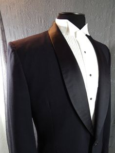 1950s midnight blue tuxedo jacket with shawl collar tailored by Joseph & Feiss.
