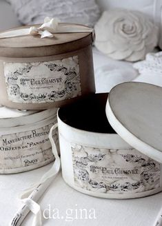 Discovered by Find images and videos about beautiful, vintage and lovely on We Heart It - the app to get lost in what you love. Shabby Vintage, Decoupage Vintage, Shabby Chic Stil, Chabby Chic, Shabby Chic Crafts, French Decor, French Country Decorating, Paper Mache Boxes, French Country Cottage
