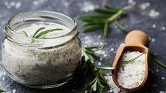 Az Epsom-só tulajdonképpen a magnézium-szulfát egyik neve. A magnézium a szervezetünkben jelen lévő egyik leggyakoribb anyag, mely rengeteg fiziológiai folyamat megfelelő működéséhez szükséges. Az Epsom-só éppen ezért nagyszerű hatással lehet az egészségünkre.