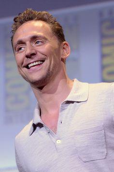Tom Hiddleston attends the presentation of Kong: Skull Island during Comic-Con International 2016 at San Diego Convention Center on July 23, 2016 in San Diego, California. Full size image: http://ww4.sinaimg.cn/large/6e14d388gw1f64nqojojoj22bc1jk1kx.jpg Source: Torrilla, Weibo