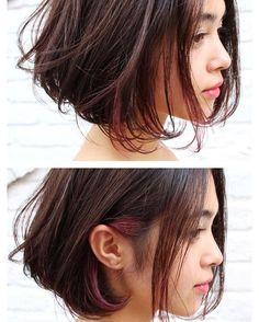 Hidden burgundy under a messy bob Pretty Hairstyles, Bob Hairstyles, Pelo Midi, Medium Hair Styles, Short Hair Styles, Hair Arrange, Love Hair, Hair Designs, Hair Looks