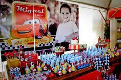 Festa dos Carros para comemorar os 4 anos do Miguel     Painel em PVC     detalhe do armário que utilizamos na lateral        det...
