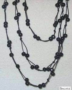 Collar negro de cordón y madera largo. Sagata Joyería