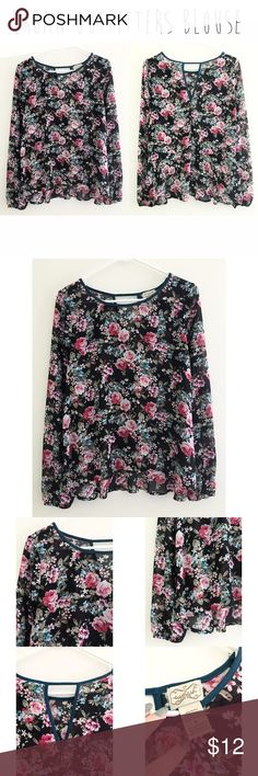 Urban outfitters printed blouse - Size M. - I do not trade.  - I ship everyday except for Sunday or holidays.  - Thanks for checking out my closet! Happy poshing. 💜 Urban Outfitters Tops Blouses