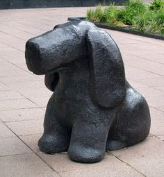 VERBEELDINGSBLOG: TOM CLAASSEN - Hond Dog Sculpture, Sculptures, Ceramic Animals, Garden Statues, Dog Art, Animals And Pets, Dachshund, Sculpting, Pottery