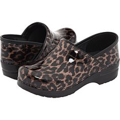 Leopard danskos! When my white danskos finally die, these will be my next pair of nurse shoes!