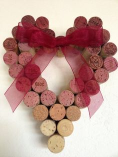 20 Easy DIY Wreath Ideas for Valentine's Day Valentine's Day is quickly approaching—so we've rounded up 20 of our favorite DIY Valentine's Day wreath ideas that everyone is sure to love. Wine Craft, Wine Cork Crafts, Wine Bottle Crafts, Wine Bottles, Cork Wreath, Diy Wreath, Wreath Ideas, Diy Valentines Day Wreath, Valentine Day Crafts