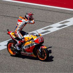 Marc Marquez, Velentino Rossi, Bike Store, Racing Motorcycles, Honda Cb, Motogp, Motorbikes, Pilot, Biker