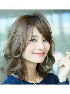 この画像は「30代に似合うミディアムヘアカタログ♡-5歳に見える髪型まとめ」のまとめの28枚目の画像です。