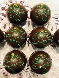 Hot Chocolate Gifts, Christmas Hot Chocolate, Hot Chocolate Bars, Chocolate Covered Pretzels, Chocolate Treats, Christmas Candy, Bomb Drinks, Cocoa Tea, Chocolates