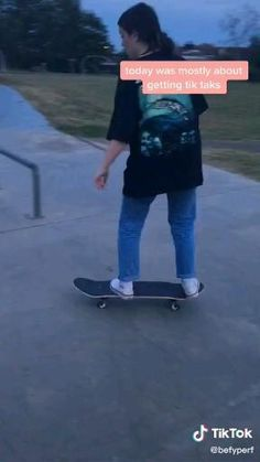 Skateboard Photos, Skateboard Videos, Skateboard Design, Skateboard Girl, Skateboard Decks, Skater Kid, Beginner Skateboard, Photographie Indie, Skater Girl Outfits