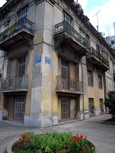 8 of the Best Athens Suburbs to Invest in Greece Greek House, Greek Life, Grand Homes, Athens Greece, Greece Travel, Australia Travel, Old Houses, Property For Sale, The Neighbourhood