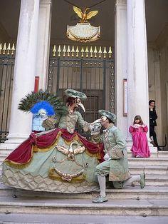 Venice Carnival Costumes, Carnival Of Venice, Carnival Masks, Venice Carnivale, Venice Mask, Costume Carnaval, Costume Venitien, Ace Of Hearts, Venetian Masks