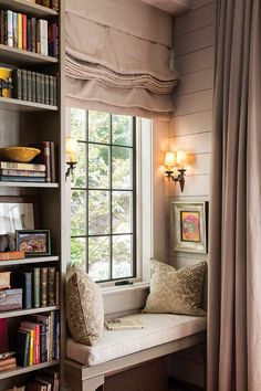 10 Cozy Reading Nooks for Your Fall Mood - The Cottage Journal Balmy autumn evenings make us want to curl up and get lost in a good book. We've put together 10 of the snuggest nooks to put you in the reading mood! Cozy Nook, Cozy Corner, Cozy Reading Corners, Cozy Reading Rooms, Corner Reading Nooks, Reading Room Decor, Home Libraries, Style At Home, Cozy Place