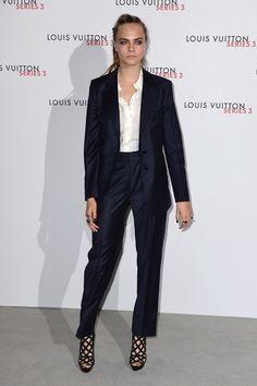 Cara Delevingne en costume bleu nuit à l'exposition Series 3 à Londres de Louis Vuitton http://www.vogue.fr/mode/inspirations/diaporama/fwpe16-les-meilleurs-looks-de-la-fashion-week-de-londres-printemps-t-2016-soires-dfils/22653#cara-delevingne-en-costume-bleu-nuit-lexposition-series-3-londres-de-louis-vuitton