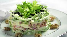 Представляем вашему вниманию рецепт очень простого, но невероятно вкусного салата. Он получается нежным и сочным. Все, кто его попробует, останутся довольными. Многие утверждают, что он вкуснее, чем «Оливье»...