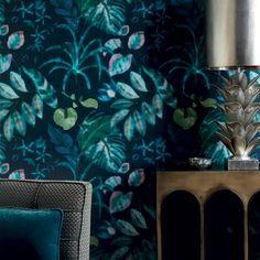 """Un papier peint floral qui porte bien son nom """"Hibiscus"""" dont les couleurs nous font penser à un hologramme. Papier peint Nobilis."""
