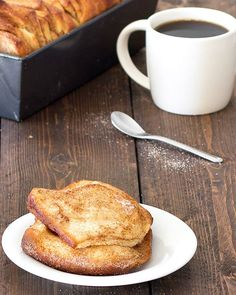 Easy Cinnamon Pull-Apart Bread---Start your morning with a piping hot cup of coffee and one or two slices of this easy cinnamon sugar pull-apart bread. It's so delicious - soft and fluffy on the inside, golden-brown and crunchy on the outside. Cinnamon Pull Apart Bread, Cinnamon Bread, Apple Pie Recipes, Sweet Recipes, Bread Recipes, Yummy Recipes, Vegetarian Recipes, Healthy Recipes, Easy Healthy Dinners