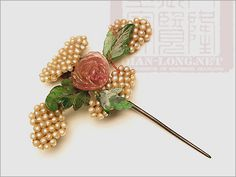 ancient Chinese hairpin with pearl and jade Ombre Hair Color, Cool Hair Color, Brown Hair Colors, Subtle Brown Highlights, Chinese Hairpin, Frontal Hairstyles, Honey Hair, Crown, Ancient Jewelry