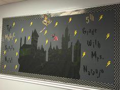 Harry Potter welcome back to school bulletin board like Hogwarts outline Harry Potter Library, Harry Potter Thema, Harry Potter Classroom, Theme Harry Potter, Harry Potter Room, New Classroom, Classroom Displays, Classroom Themes, Classroom Design