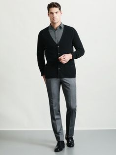 You can keep it casual even while wearing black and gray in spades. Mens Business Professional, Business Formal Women, Business Casual Attire, Professional Dresses, Swag Style, My Style, Smart Styles, Well Dressed Men, My Guy